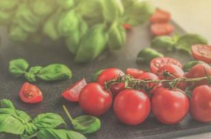 Presbyterian's Food Pharmacy promotes healthy diet