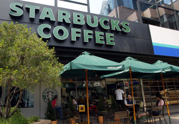 Woman Spread COVID-19 to 56 Others at Starbucks Surprisingly, No Employees Got the Virus