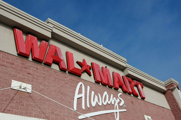 Wal-Mart Cuts 4th Quarter Outlook After Lower December Earnings