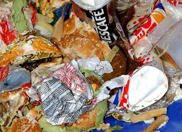Reducing Food Waste Through Real-Time Digital Labels