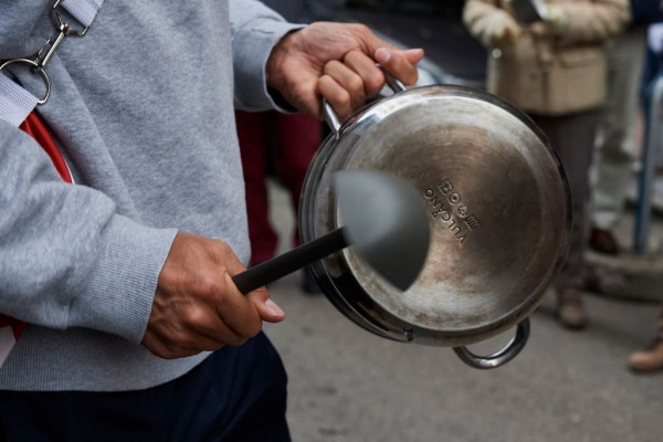 Here's How you can Clean Stainless-Steel Pans Without Scrubbing them.