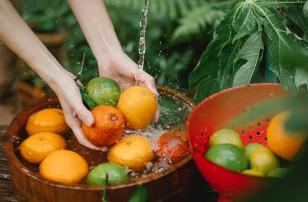Washing Fruits
