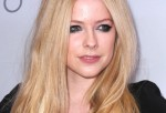 Avril Lavigne health condition remains undisclosed and making her fans more worried about her.