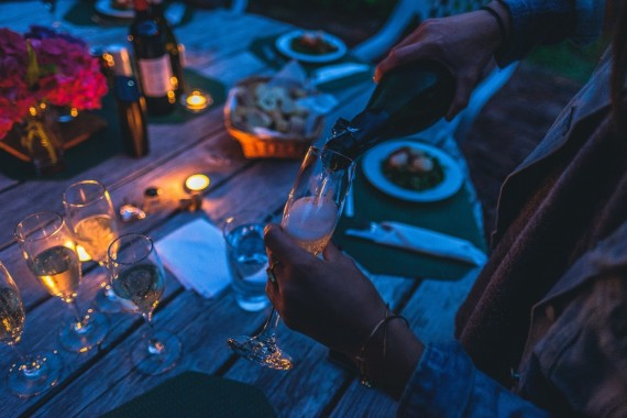 Christmas Dinner Party Drinks: The Best Variety Of Adult Beverages