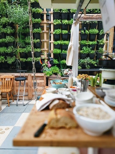 The 6 Pros and Cons of Outdoor Kitchens